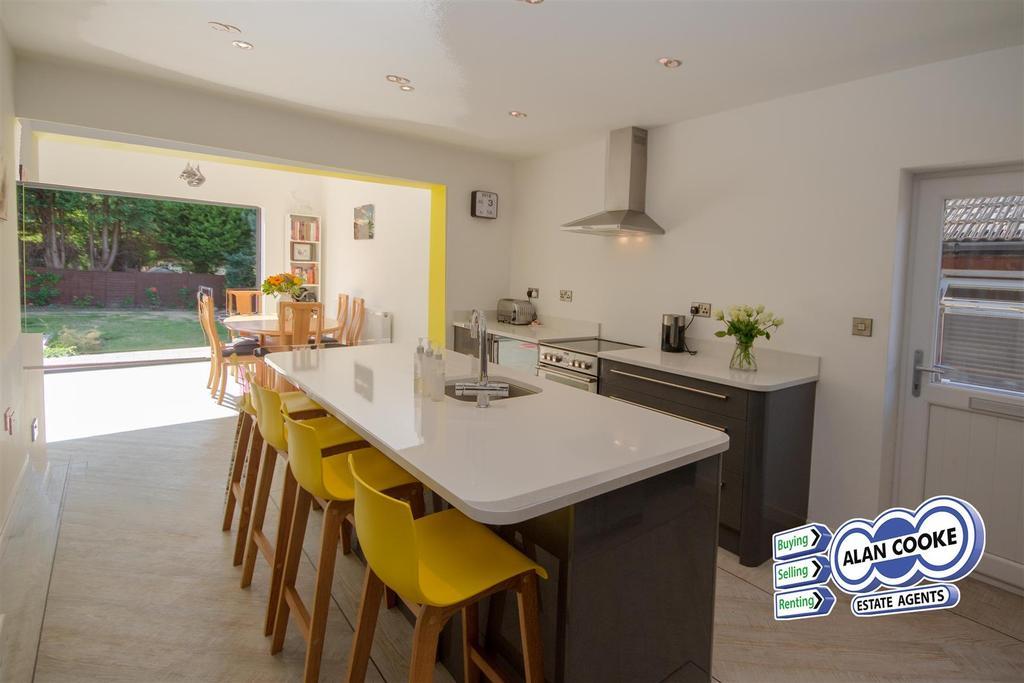 Superb open plan breakfast kitchen