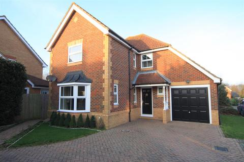 4 bedroom detached house to rent - Chestnut Close, Kings Hill, West Malling