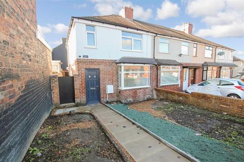 3 bedroom townhouse to rent - Whieldon Road, Fenton, Stoke-On-Trent