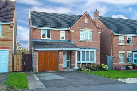 4 bedroom detached house for sale - Spartan Close, Wootton