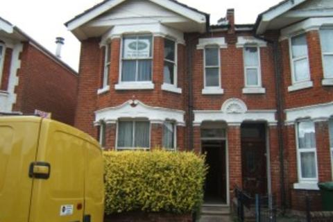 5 bedroom semi-detached house to rent - Harborough Road, The Polygon