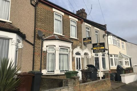 5 bedroom terraced house to rent - Whalebone Grove, Romford, RM6 6BT