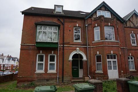 4 bedroom flat to rent - Furzedown Road,