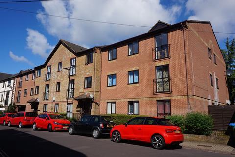 2 bedroom flat to rent - Court Road,
