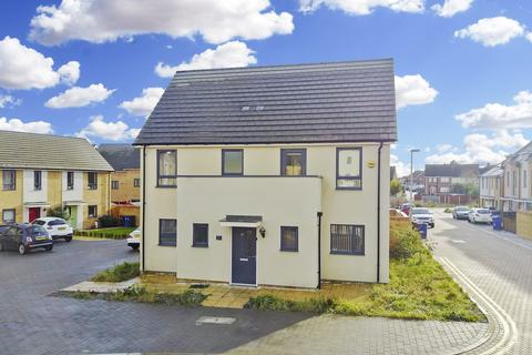 4 bedroom detached house for sale - Courts Way, Aveley, South Ockendon, Essex, RM15