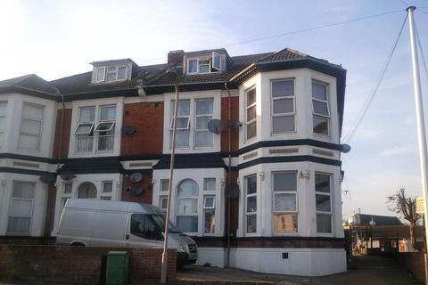 2 bedroom flat to rent - Denzil Ave