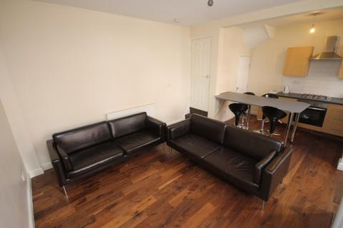 3 bedroom terraced house to rent - Quarry Place, Woodhouse, Leeds, LS6 2JT