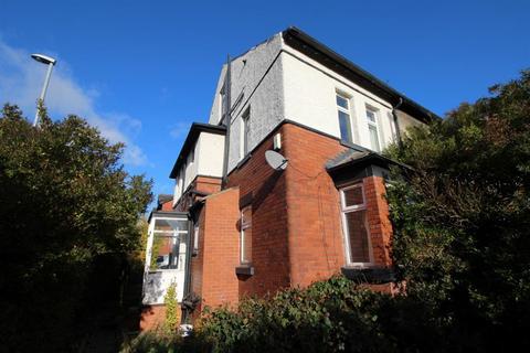 3 bedroom end of terrace house for sale - Estcourt Avenue, Leeds, LS6