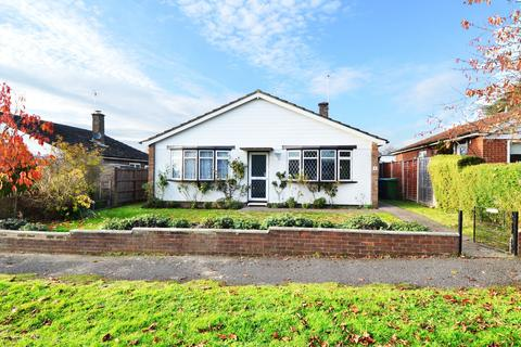 2 bedroom detached bungalow to rent - Chiltern Green, Flackwell Heath, HP10