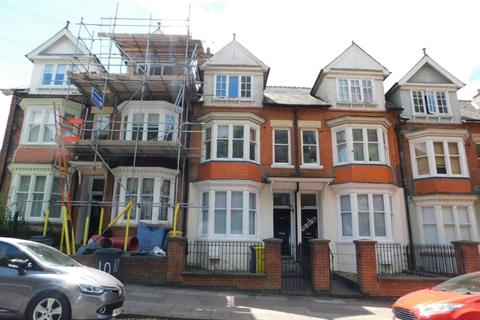 6 bedroom property to rent - Wentworth Road, Leicester LE3 9DF