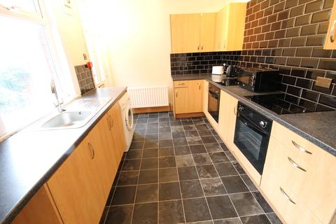 7 bedroom semi-detached house to rent - Headingley Avenue, Headingley, LS6 3EP