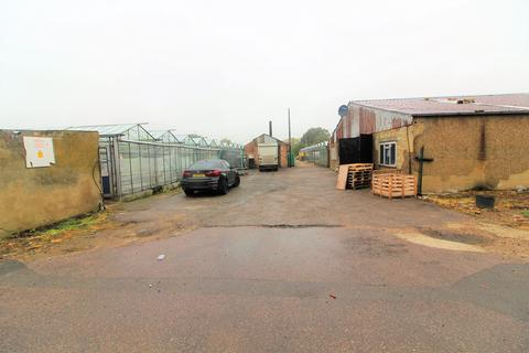 Property to rent - Oakleigh Nursery, Paynes Lane, Waltham Abbey, Essex, EN92EU