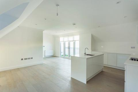 2 bedroom flat to rent - Whitehall Road, Woodford Green, IG8
