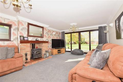 4 bedroom detached house for sale - Oak Lane, Upchurch, Sittingbourne, Kent