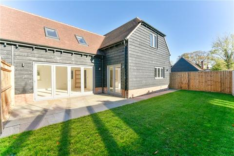 4 bedroom semi-detached house for sale - Burwood Court, Brook End, Weston Turville, Buckinghamshire, HP22