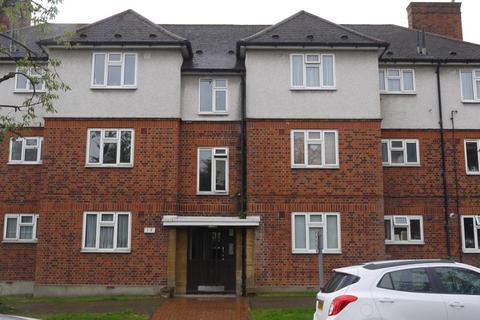 3 bedroom flat to rent - The Roses, High Road, Woodford Green, Essex. IG8 9BN