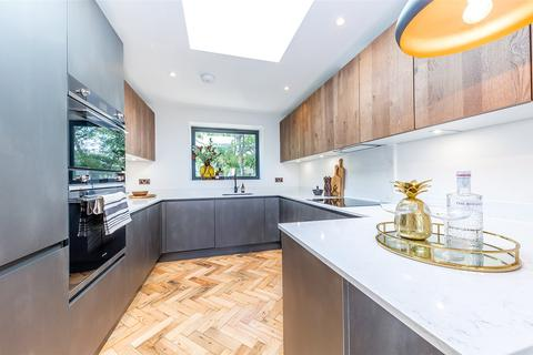 2 bedroom penthouse for sale - Queens Wood Penthouse, 355 Archway Road, Highgate, London, N6