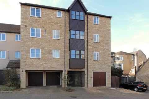 3 bedroom townhouse to rent - Lambert Mews, Stamford