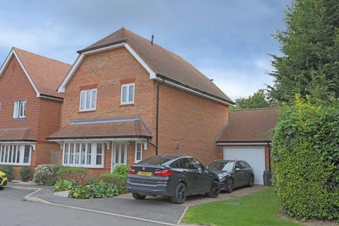 3 bedroom detached house to rent - Medway Gardens, Burgess Hill