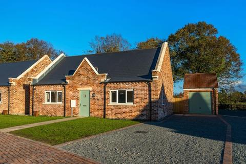 3 bedroom bungalow for sale - The Gables, Hundleby