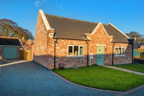 2 bedroom bungalow for sale - The Gables, Hundleby