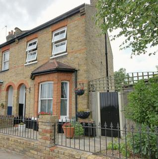 2 bedroom end of terrace house to rent - Woodlands Road, Enfield