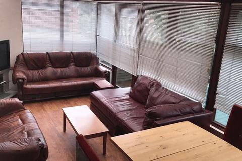 5 bedroom house share to rent - Harlaxton Drive, Nottingham