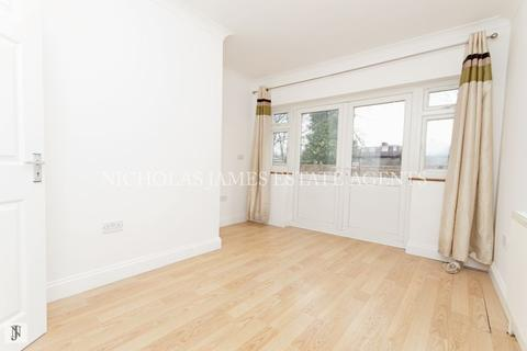 1 bedroom apartment to rent - Hazel Close, Palmers Green, London N13