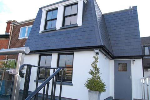 Studio to rent - High Street, Maidenhead