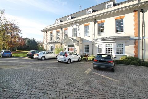 2 bedroom flat for sale - Fuller Close, Bushey