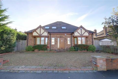 3 bedroom detached house to rent - Grimsdyke Crescent, Arkley, Hertforshire