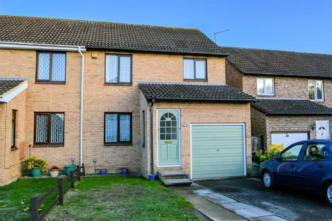 3 bedroom semi-detached house for sale - Sweet Briar Drive, Calcot, Reading