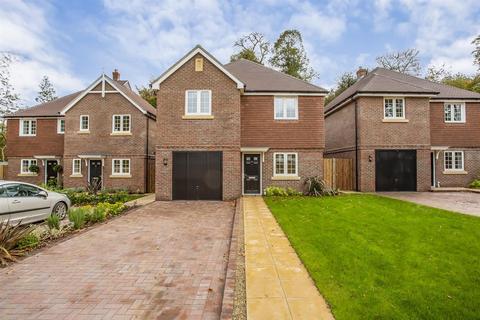 4 bedroom detached house for sale - Stanton Lodge Gardens, Shelvers Way, Tadworth
