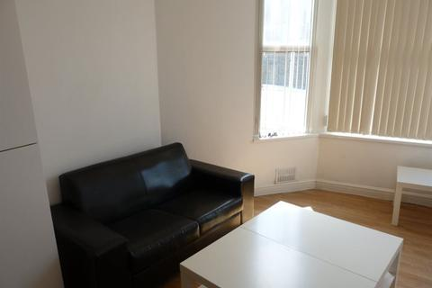 2 bedroom flat to rent - 6 Colum Road ( 2 beds ) GF Flat