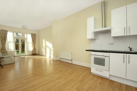 Studio to rent - Uxbridge Road, W3
