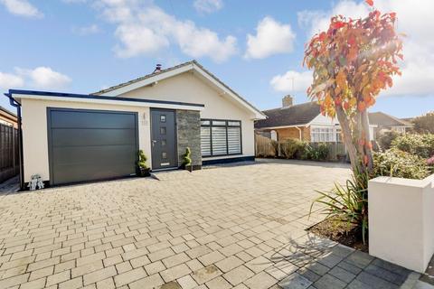 2 bedroom detached bungalow for sale - Rodbridge Drive, Thorpe Bay