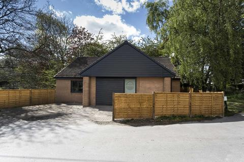 4 bedroom bungalow for sale - 6 West End, Farnley, Leeds, LS12 5DR
