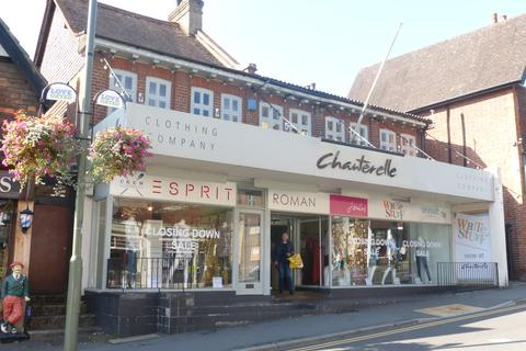 Property to rent - Station Road East, Oxted