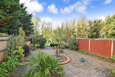 3 bedroom semi-detached house for sale - Manor Way, Ashford, Kent