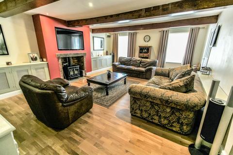 6 bedroom end of terrace house for sale - High Street, Gosberton