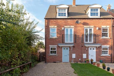 3 bedroom semi-detached house for sale - Cheshire Close, York, YO30