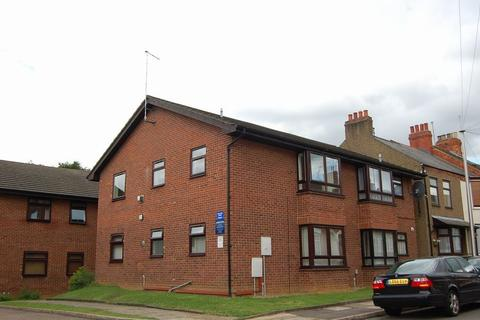 2 bedroom flat to rent - Chaucer Court, Kingsley, Northampton NN2 7HW