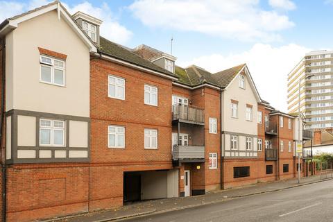 3 bedroom flat for sale - Cambridge Road, Kingston Upon Thames, KT1