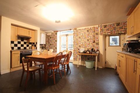 5 bedroom terraced house to rent - Victoria Road, Hyde Park, Leeds