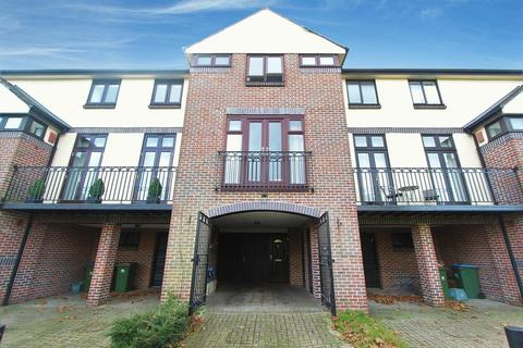 3 bedroom townhouse for sale - Mayfair Gardens, Banister Park, Southampton
