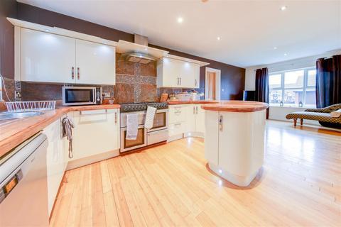 5 bedroom detached house for sale - Brandlesholme Close, Bury