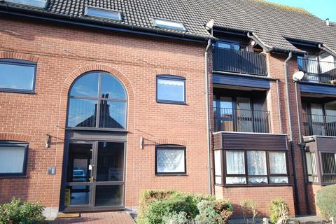 2 bedroom apartment for sale - 16 Northgate Court, Louth, LN11 0LZ