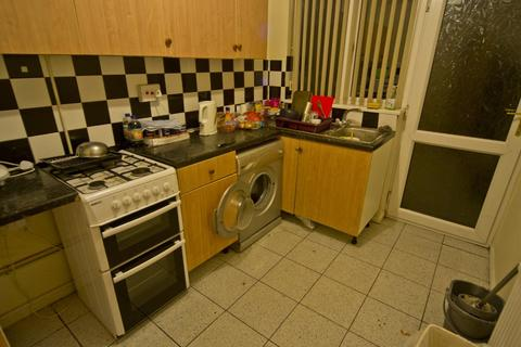 4 bedroom end of terrace house to rent - *£85pppw* Rolleston Drive, NOTTINGHAM NG7