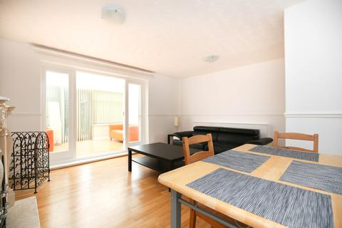 3 bedroom terraced house to rent - Henry Square, Shieldfield, Newcastle Upon Tyne