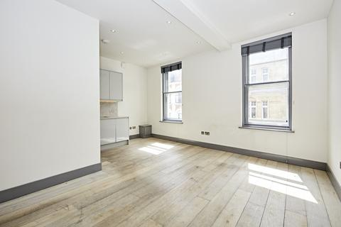 Studio to rent - Shaftesbury Avenue, Soho